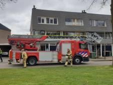 Toeschouwers bij schoorsteenbrandje in Hengelo: politie waarschuwt afstand te houden