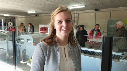 """Maureen (20) opent kippenbedrijf: """"Boerenstiel combineren met studies Verzorging"""""""