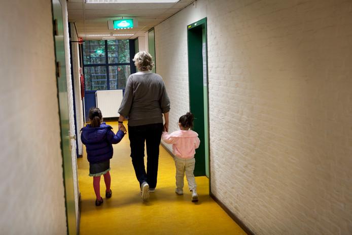 Enkele honderden kinderen die rechtmatig in Nederland zijn, leven in armoede. De kinderen op de foto komen niet in het rapport voor.