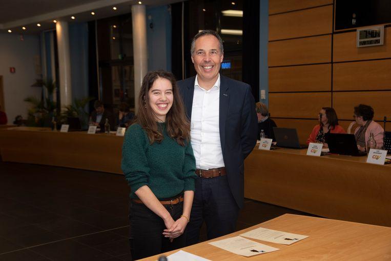 Tine Devos en gemeenteraadsvoorzitter Bertrand Vrijens (Sp.a)
