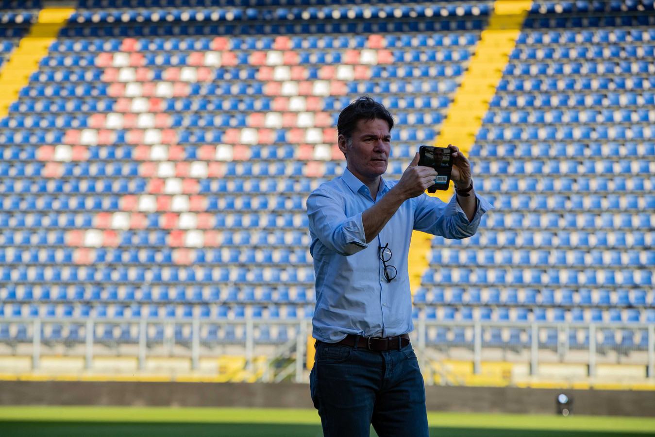 Burgemeester Paul Depla van Breda in het stadion van NAC.