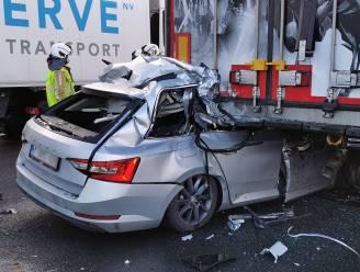 Bestuurder kritiek nadat hij inrijdt op vrachtwagen in file E17