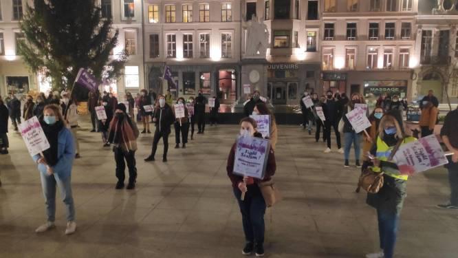 """Honderdtal betogers voert actie tegen geweld op vrouwen: """"Het huiselijke geweld neemt toe en daar moeten we tegen strijden"""""""