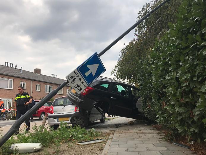 Achtervolging door Vught eindigt in crash