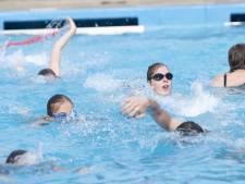 Ondanks regen en onweer veel zwemmers op zwemvierdaagse in Holten