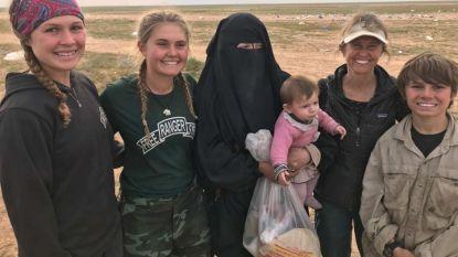 Amerikaanse tieners helpen gewonde IS'ers verzorgen in Baghouz