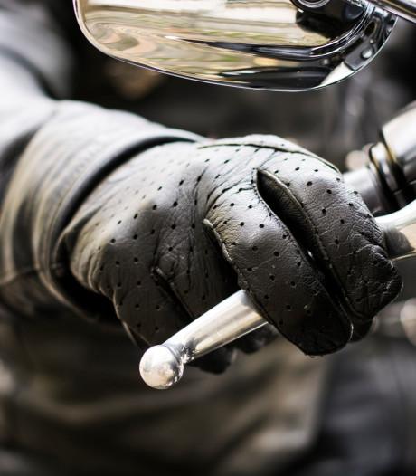Man (19) steelt motor in Tilburg en rijdt direct op politiecontrole af
