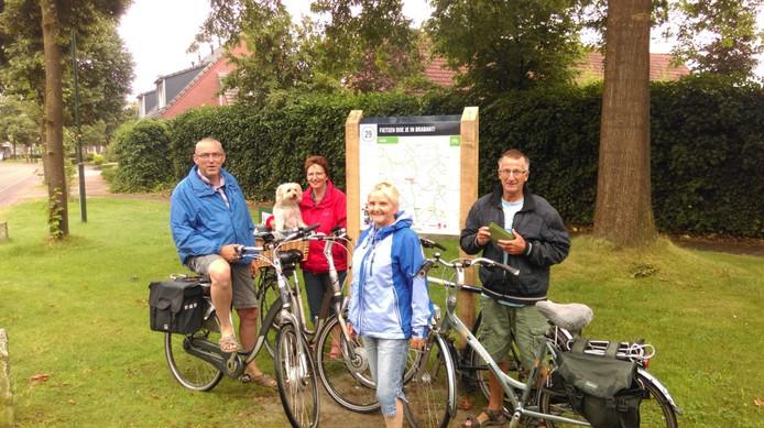 Ton en Fien Bakels (met hondje Nelis) en Truus en Piet van de Graef testten de app.