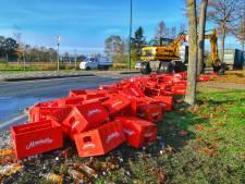 Honderden flesjes kruidenlimonade kieperen uit vrachtwagen in Valkenswaard