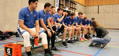 The Jugglers uit Enschede herdenken hun basketbalheld Kobe Bryant met 24 seconden stilte