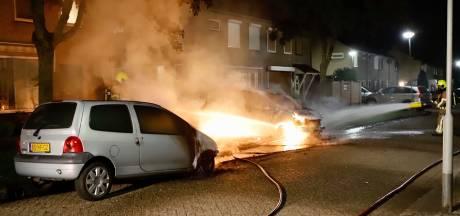 Twee auto's uitgebrand in Gennep maar overslag naar woning voorkomen