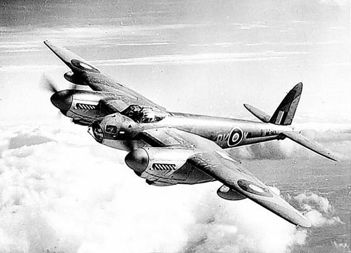 Een Britse bommenwerper van het type Mosquito in actie.