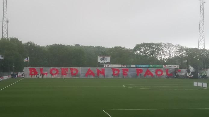 De sfeeractie van de supporters van De Graafschap voor de wedstrijd tegen Telstar.