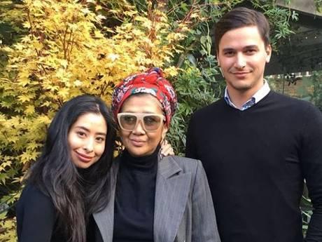Dennis en zijn Maleisische prinses gespot in chique Londense brasserie
