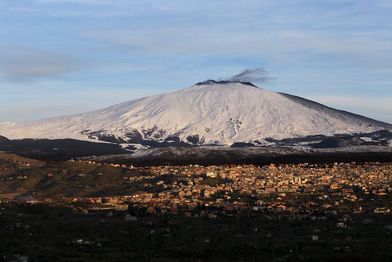 De Etna is met zijn top op 3.300 meter de belangrijkste actieve vulkaan van Europa.