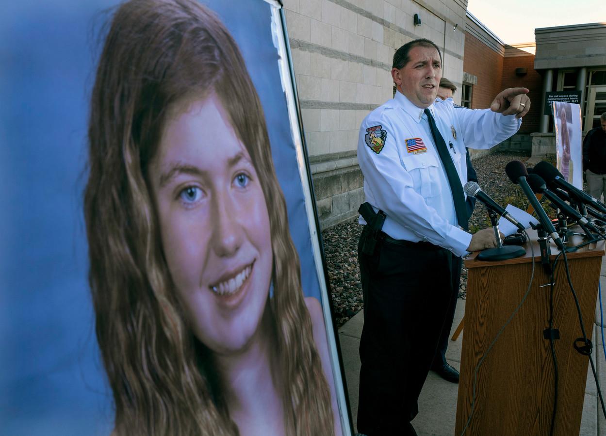 Sheriff Chris Fitzgerald houdt een persconferentie over de vermissing van Jayme, waar sinds 15 oktober geen spoor meer van te vinden is.