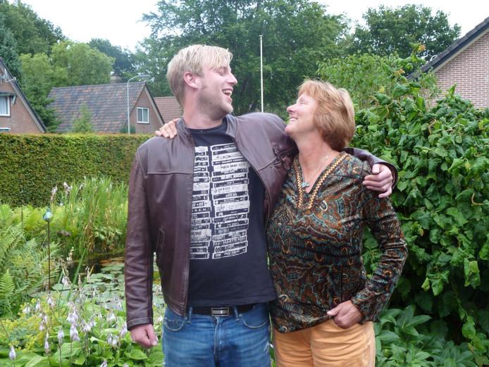 Dion en zijn moeder Liesbeth.