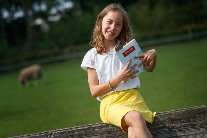 Sterre Jongedijk is bijna 9 en heeft het kinderboek Dierenbende geschreven.