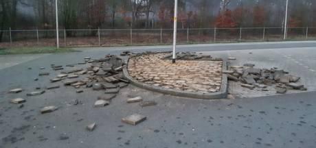 Carpoolplaats in Holten doelwit van vernielingen, politie zoekt daders