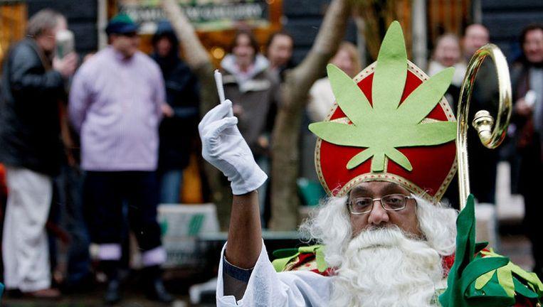 Prem als Sinterklaas op het tienjarig bestaan van het Cannabis College, vorig jaar. Foto ANP Beeld
