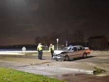 Auto belandt in de sloot na botsing in Horssen