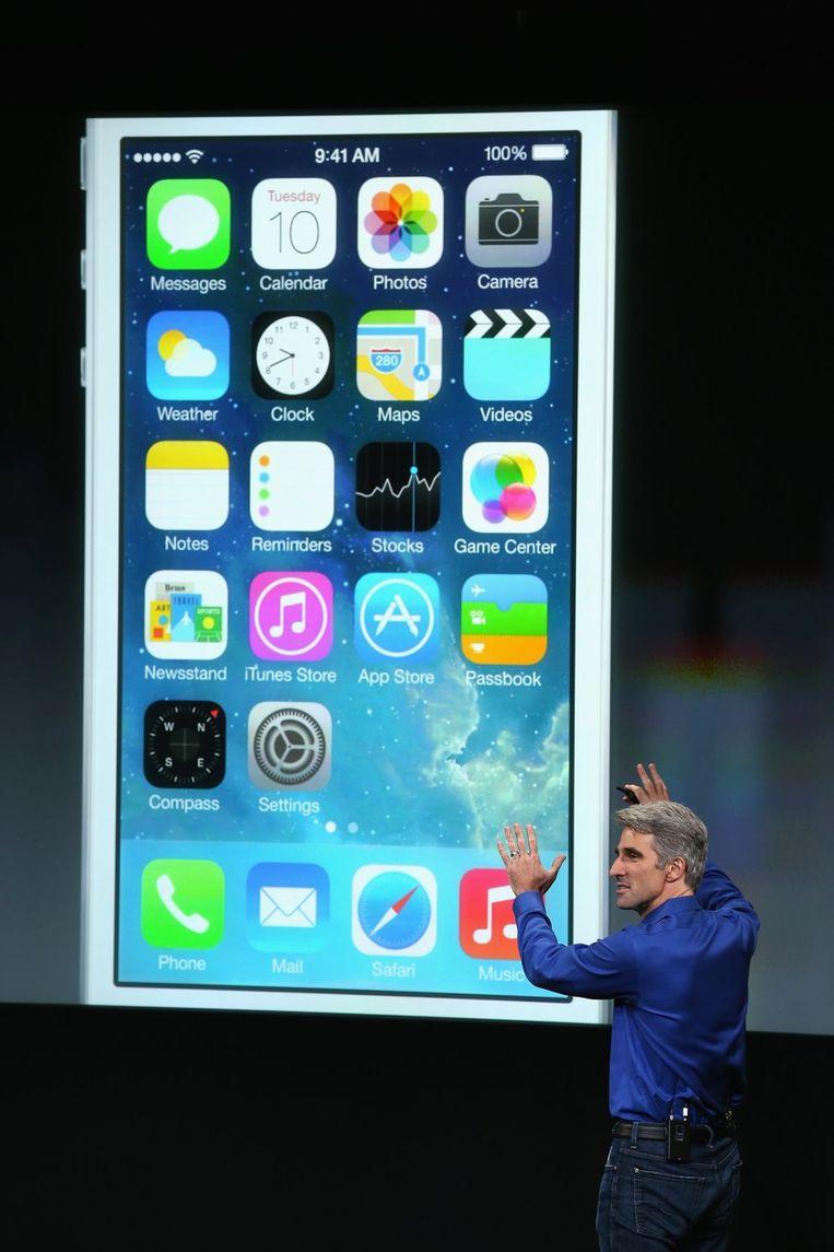 Craig Federighi van Apple vertelt over de nieuwe iOS7. Beeld afp