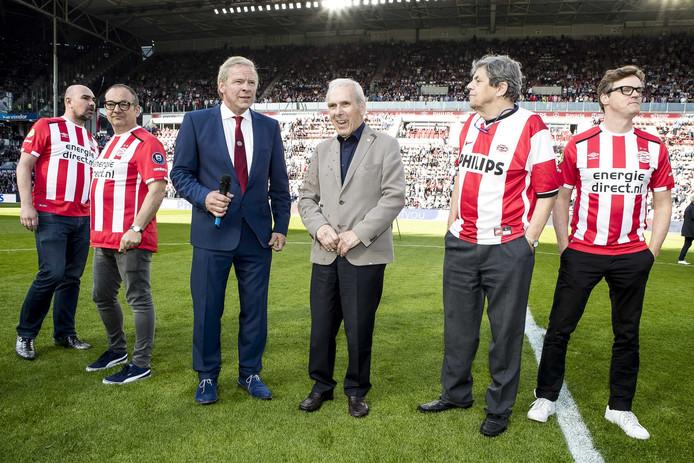Op 9 april stelde PSV de cast van de PSV-musical voor tijdens de rust van PSV-Willem II.