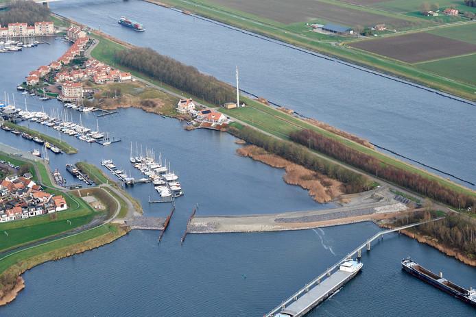De haven in van Tholen-stad.