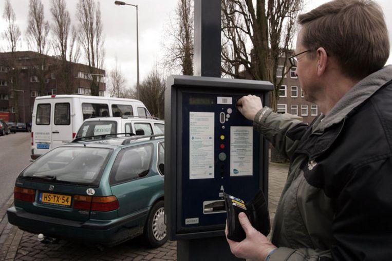'Parkeermeters' horen voorgoed tot het verleden in Amsterdam, Stadstoezicht kan het woord niet eens meer horen. Foto ANP/Marcel Antonisse Beeld