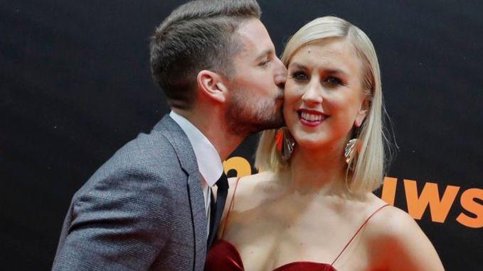 Dries en Kat Mertens poseren voor het eerst in tijden weer samen op het Gala van de Gouden Schoen