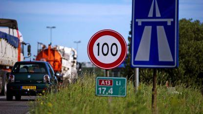 Vias pleit voor 100 kilometer per uur op snelweg