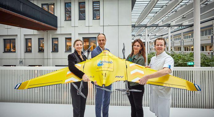 Erasmus MC presenteert samen met Sanquin, ANWB en PostNL de medische drone in de vertrouwde kleuren van de traumahelikopter.