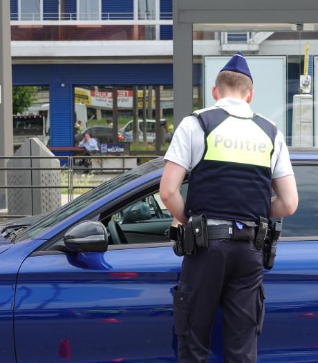 Acht asociale bestuurders beboet die in laad- en loszone parkeren