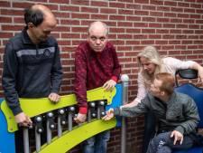 Mensen met een beperking kunnen nu ook schommelen bij de Nachtegaal in Haaksbergen