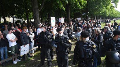 Van extreemlinks en antivaxxers tot extreemrechts: duizenden Duitsers demonstreren tegen coronabeleid