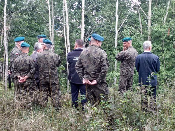 Poolse militairen onderzoeken de regio rond de 65 kilometer lange spoorlijn tussen Walbrzych en Wroclaw.