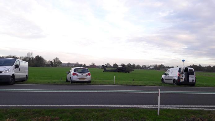 De helikopter staat na het ongeval nog op het terrein voor onderzoek.