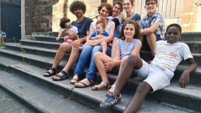 Italiaanse familie met zeven kinderen verhuist voor parochiale taken naar Diest