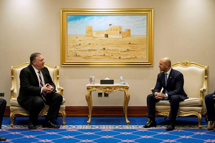 Mike Pompeo met de Afghaanse minister, Sayed Sadat Mansoor Naderi.
