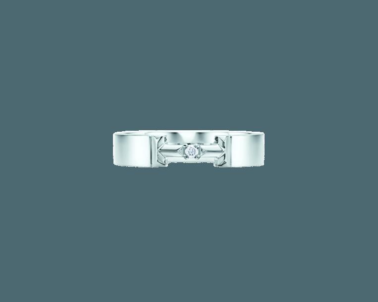 18 karaats witgouden 'True diamond link'-ring met ronde, briljant geslepen diamant, € 1400 van Tiffany & Co. Beeld null