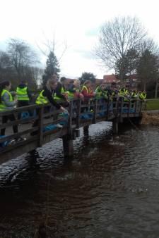 De Parel in Strijen 'wandelt voor water'