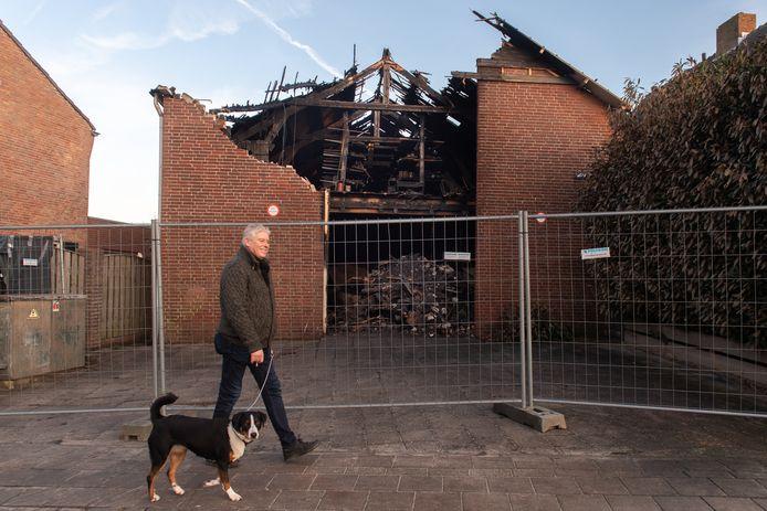 Uitgebrande schuur aan de Grote Kerkstraat in Raamsdonksveer.