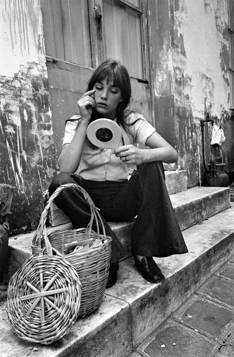 Actress: Jane Birkin shopping in Paris. June 1970 70-6820