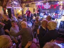 Rollatorrockers? Welnee, bezoekers Back to the Sixties in Nijverdal zijn nog steeds soepel in de heupen