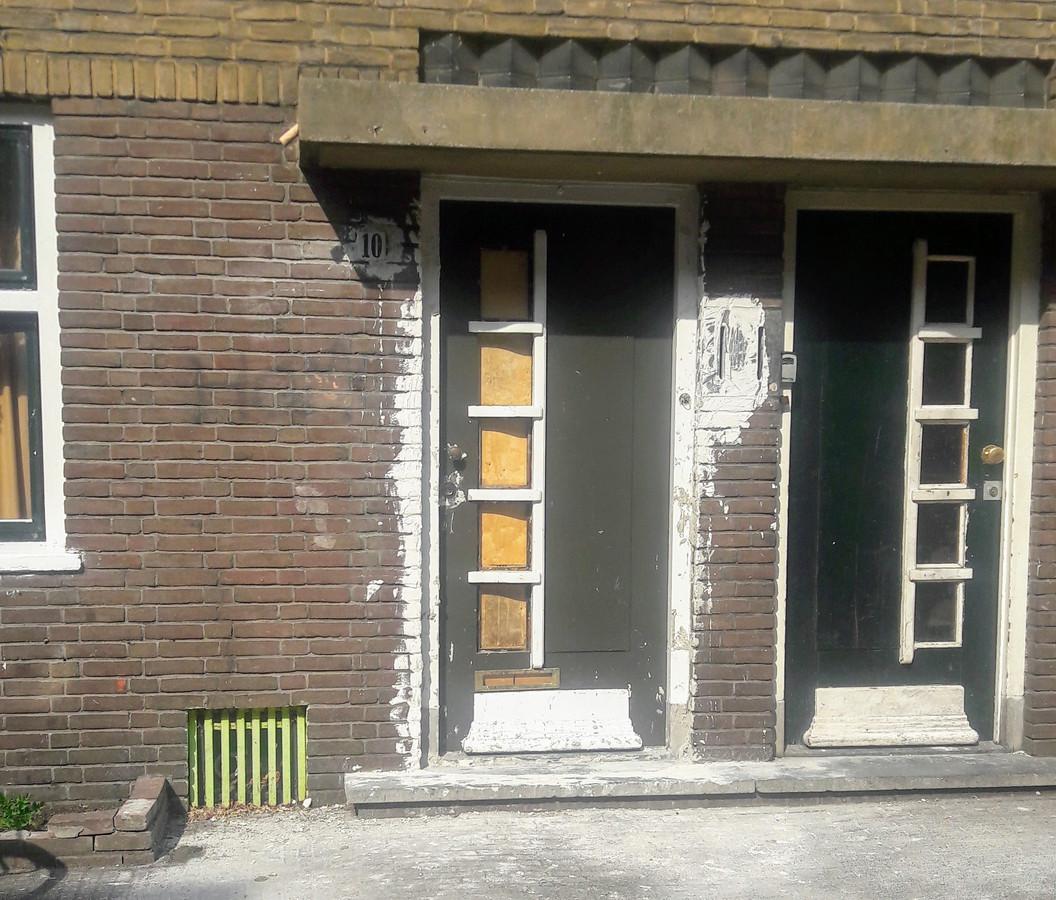 Voordeur aan de Riemsdijkstraat in Wageningen die was dicht gemetseld.