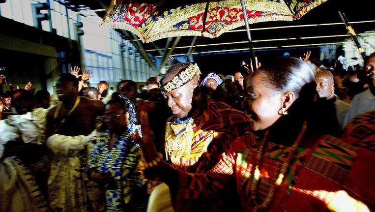 In 2002 werd ashantikoning Asantehene Otumfuo Tutu II feestelijk onthaald door de Ghanese gemeenschap in Amsterdam. Beeld anp