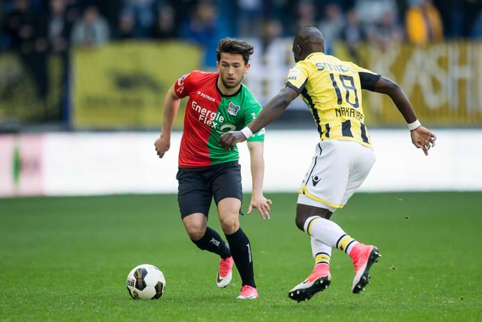 Julian von Haacke, hier in duel met Vitesse speler Marvelous Nakamba, start vermoedelijk in de basis tegen Excelsior.