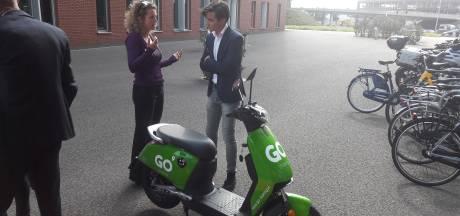 Eindhoven scherpt regels aan: Paal en perk aan lounges en scooters