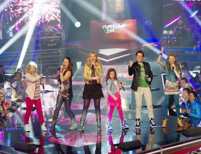 De finalisten (vlnr) Melissa, Lieke, Fabienne, Channah , Dave en Vajèn tijdens de liveshow van The Voice Kids in Aalsmeer. Foto: ANP KIPPA