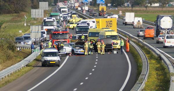 A59 dicht na ongeluk met meerdere voertuigen bij Waspik.